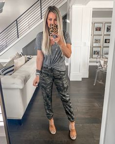 Camo Pants Outfit, Jogger Pants Outfit, Camo Joggers, Cute Summer Outfits, Pretty Outfits, Casual Outfits, Cute Outfits, Fashion Outfits, Spring Summer Fashion