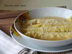 Le scrippelle 'mbusse, bagnate, perché si mangiano in brodo sono una ricetta tipica del teramano: un piatto da gustare nelle giornate più fredde!