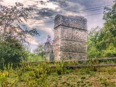 Un'antica torre medievale in mezzo al bosco, una casa che fu una chiesa e un castello che non è più. Sembrano gli ingredienti di una storia fantasy e invece sono tre edifici (o quasi) che si …