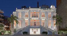 Avrupalı turistlerin gözde destinasyonları arasına giren Beyrut, 8 Ekim 2015'te, yedi yıllık renovasyonun ardından, Sursock Müzesi'ne kavuştu. 1960'larda Beyrut sanat camiasının mabedi olan müze, 15 yıl süren İç Savaş'la içine kapanmıştı. Bakalım 9,7 milyon £ değerindeki değişim nasıl karşılanacak! Seyahat planlarınızda Beyrut varsa bu müzeyi mutlaka ziyaret edin! // Beirut, one of the top holiday destinations of European tourists, met again with  Sursock Museum after 7 years of renovation.