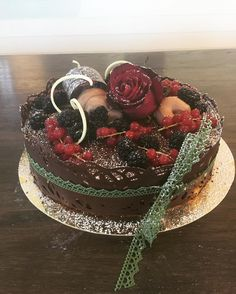 Chokladtårta i trelager #trevlighelg #festligt #tårtor #lördag #sockermajas