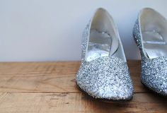 Vintage Shoes  Mod Silver Glitter Heels Pumps Size by labiblioteca