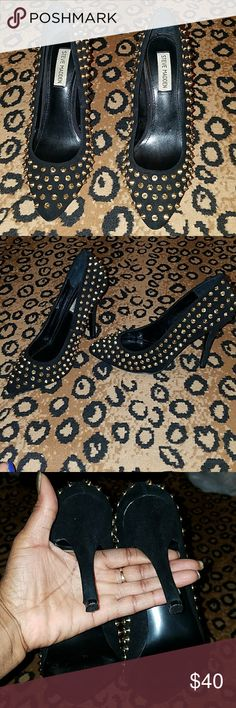 Heels Gold studded trendy beauties. In excellent condition. Just a little to tight for my fat feet. Lol.. But super hot🔥🔥🔥👠👠 Steve Madden Shoes Heels