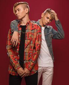 Marcus & Martinus photoshoot for Invited Boy Celebrities, Celebs, Cute White Boys, Twin Boys, Twin Brothers, Scarf Shirt, Dress Shirts For Women, Long Hoodie, Twins