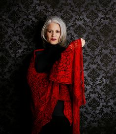 it's not so much the shawl, it's the model's grey hair that is inspiring me.