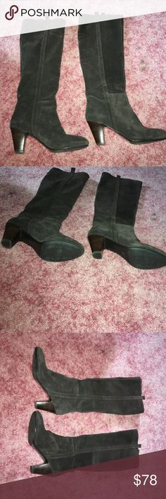 ON SALE 🚨🚨🚨Knee high brown suede boots Nine West brown suede boots with a small heel!! Come up to right around the knee and are in great condition!! The soles are clean and the suede is clean!! Nine West Shoes Over the Knee Boots