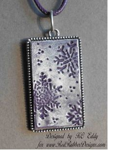 Distracted by Something Shiny: Snowflake Pendant. I could do this in a leaf motif for Oct. Fest favor.