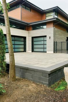 Welcome guests with one-of-a-kind welcome mat made out of stone, by personalizing your front walkway and driveway. Pin this now! Modern Driveway, Driveway Design, Driveway Landscaping, Retaining Wall Design, Retaining Walls, Large Pavers, Cobblestone Driveway, Paver Stones, Patio Slabs