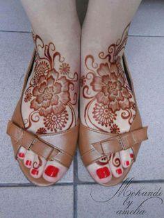 henna feet ♥