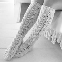 Puikoilta putosi pitkästä aikaa palmikkosukat #novitan ohjeella #knit #knitting #knittingaddict #instaknit #neulominen #villasukat #woolsocks #palmikko #plait #7veljestä #novita Wool Socks, Knitting Socks, Textiles, Leg Warmers, Mittens, Knitting Patterns, Scarves, Tights, Stockings