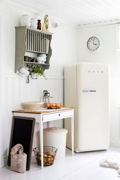 Kitchen Decor Retro Smeg Fridge Ideas For 2019 Cheap Home Decor, Diy Home Decor, Decor Crafts, Kitchen Dining, Kitchen Decor, Smeg Kitchen, Kitchen Corner, Kitchen White, Decorating Kitchen