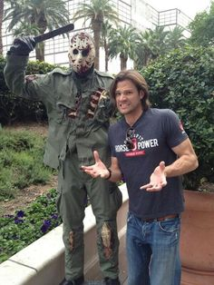 Jared Padalecki <-- is anyone else going to comment on how ridiculous his arm muscles are?!