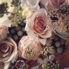 Detail of a bridal bouquet with Sahara roses, garden roses, silver brunia, freesia, waxflower, ranunculus and seeded eucalyptus @Rachelle Soucy