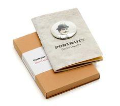 CHUCHERÍAS de ARTE Son pequeñas publicaciones de 98x62 mm, 16 páginas, que llevan engarzadas en su portada una chapita de 31 mm ilustrada por el autor de la misma.
