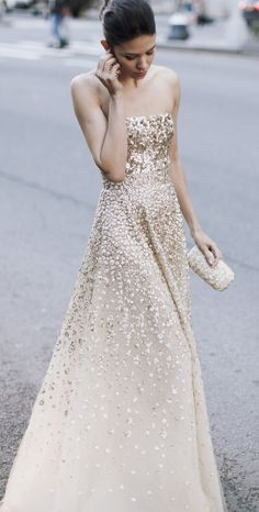 Golden gown by Oscar de la Renta will make a beautiful wedding gown. Evening Dresses, Prom Dresses, Wedding Dresses, Dress Prom, Dresses 2013, Bridesmaid Dresses, Dress Long, Sparkle Dresses, Strapless Dress