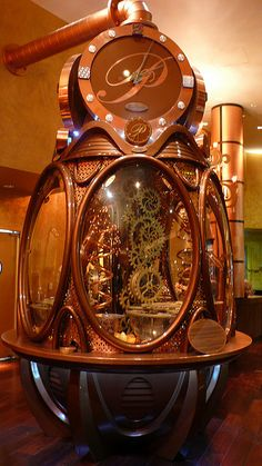 The Chocolate Clock at Payard Patisserie & Bistro, Caesar's Palace. The chocolate clock delivers 3 truffles every 15 minutes. Casa Steampunk, Design Steampunk, Steampunk Clock, Steampunk Costume, Steampunk Fashion, Steampunk Gadgets, Chocolate Sculptures, Neo Victorian, Victorian Steampunk