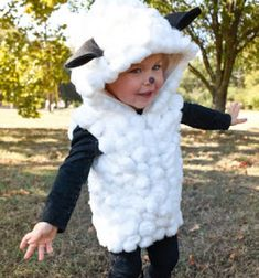 Adorable DIY sheep costume for kids with cotton balls // Aranyos bárány jelmez gyerekeknek vattapamacsokból // Mindy - craft tutorial collection // #crafts #DIY #craftTutorial #tutorial #DIYClothesForKids
