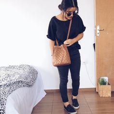 De sábado: total black! ➕ Amamos as calças da @forever21 elas vestem super bem, vocês também acham?