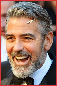 George Clooney is popular with haircuts. Hair and beard style is very popular. Track Hairstyles, Older Mens Hairstyles, Cool Haircuts, Haircuts For Men, Beard Styles For Men, Hair And Beard Styles, George Clooney Haircut, White Hair Men, Cute Short Natural Hairstyles
