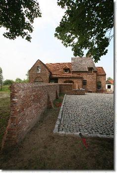 Dit is de laatste foto Brick Bbq, Brick Construction, Garden Design, House Design, Cottage Farmhouse, Brick Building, Brick And Stone, Interior Design Living Room, Exterior Design