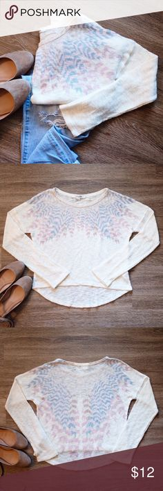 """SALE 🔴 FOREVER 21 Patterned Sweater! Super cute Forever 21 Patterned lightweight sweater! Slight open weave with a high low hem.                             • Size S                                                                                                • Gently worn                                                                         • Length in front 18"""" Length in back 21.5"""" Forever 21 Sweaters Crew & Scoop Necks"""