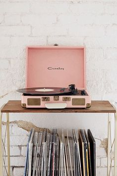 e74c0ffb0ad0 3279d7168937baf15eb019926f425deb.jpg (625×938) Vintage Record Players, Pink  Record Player,