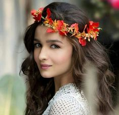 Alia Bhatt celebrated her birthday with her elder sister Shaheen Bhatt and cutting multiple cakes. Beautiful Bollywood Actress, Beautiful Indian Actress, Beautiful Actresses, Beautiful Ladies, Bollywood Girls, Bollywood Fashion, Bollywood Images, Bollywood Stars, Indian Celebrities