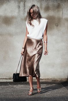 ( link) White geometric sleeveless top a metallic midi skirt metallic heels and a black chain strap bag. holiday outfit holiday look christmas outfit new years eve outfit fashion 2018 party outfit Holiday Fashion, Party Fashion, Fashion 2018, Look Fashion, Fashion Models, Girl Fashion, Trendy Fashion, Fashion Outfits, Romantic Fashion