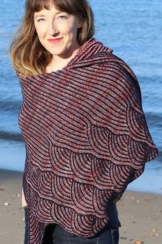 Two colour brioche shawl, Brioche on the Beach by East London knits is the perfect pattern for those who have knit brioche before. Chose two colours of Retrosaria Mondim East London, Knits, Shawl, Knitting Patterns, Turtle Neck, Colours, Beach, Sweaters, Fashion