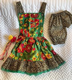 Diy Clothes, Apron, Little Girls, Kids Outfits, Sewing, Floral, Dresses, Instagram, Fashion