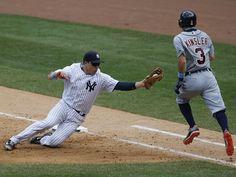 New York Yankees first baseman Mark Teixeira (25) prepares