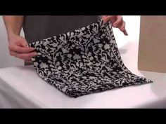 How to Tie a Bandana Head Covering - Hair Bandanna Instructions Hair Wrap Scarf, Scarf Top, How To Tie Bandana, Losing Hair Women, Hats For Cancer Patients, Head Scarf Tying, Head Scarf Styles, Bandana Hairstyles, Women's Bandanas