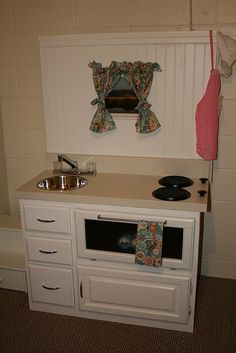Handmade Play Kitchen - This one is very nice!