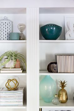 The Bookshelf Styling Class...there IS a method to styling shelves:)