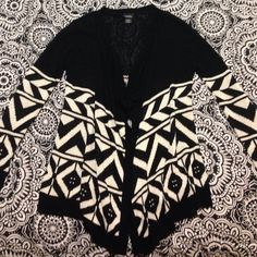 Tribal sweater! Black and white tribal sweater like new. Best offer! Rue 21 Sweaters Cardigans
