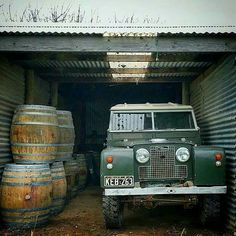 """Land Rover 88 Serie II A SWB """"I cook with wine, Sometimes I even add it to the food!"""" I too (Lobezno) Adventure Car, Best 4x4, Offroader, Land Rover Defender 110, Luxury Suv, Vintage Trucks, Range Rover, Land Cruiser, Landing"""