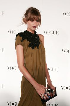 abbey lee kershaw. she's not a DA but wearing a perfect DA olive and black dress!