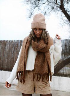 www.chonandchon.com Short William Sézane Winter Style, Autumn Winter Fashion, Fall Winter, Zara, Inspiration Mode, Pull, Short, Cozy, Knitting