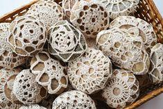 DIY Wedding Favors - Melt and Pour Soap & Crochet River Rocks Crochet Stone, Crochet Ball, Diy Crochet, Crochet Doilies, Crochet Wedding Favours, Unique Wedding Favors, Unique Weddings, Budget Wedding, Wedding Planning