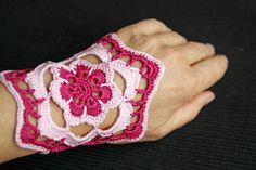 crocheted wristlet www.die-creativwerkstatt.de