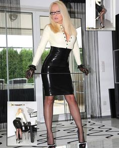 Latex sunday! Watch out for my whip ;-) #sunday #weekend #latex #whip #model