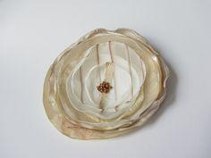 Brosche Satin-Organza-Blüte beige-creme von soschoen auf DaWanda.com