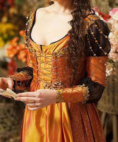 Really beautiful retake on the italian renaissance Renaissance Mode, Renaissance Costume, Renaissance Dresses, Renaissance Fashion, Medieval Dress, Medieval Clothing, Italian Renaissance Dress, Gypsy Clothing, Historical Costume