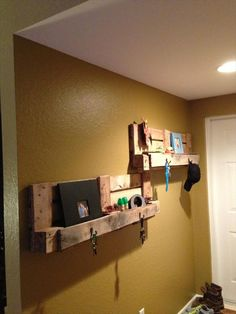 wall-pallet-shelves-with-hooks