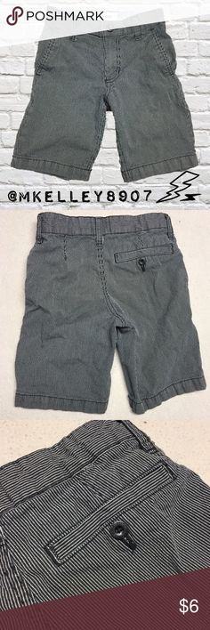 Boys Size 6 Pinstripe Old Navy Shorts Colors are a dark charcoal gray (nearly black) and white. Old Navy boys US Size 6 pine striped shorts. Button on the back left side is missing, but not noticeable since it doesn't have the pocket cut out on that side. Priced low due to defect. Perfect for bundling with the other boys Size 6 listings I have available for spring and summer! Old Navy Bottoms Shorts