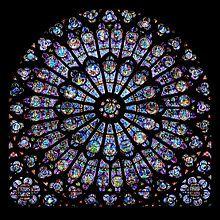 Rozeta w katedrze Notre Dame w Paryżu.