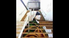 Un grafitero conocido como ZAG es el autor de la decoración de una de las escaleras de la ciudad francesa de Morlaix. El engaño al ojo humano y las matemáticas son el punto de partida de sus murales, que decoran escaleras, puentes y paredes como lo hace La Morlaisienne (gentilicio de las mujeres de la localidad), una joven ataviada con el traje típico bretón que sólo es visible si la miras desde un determinado punto