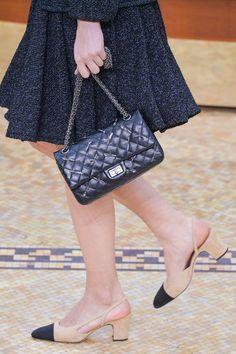 Pin for Later: 13 Fakten, die ihr wahrscheinlich noch nicht über Chanel wusstet . . . sowie den ikonischen Accessoires