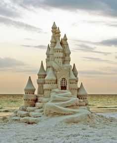 If you find yourself exploring a local beach after the summer season; or live at the beach year-round, here are 4 Tips Create Sand Sculptures Like a Pro. Snow Sculptures, Sculpture Art, Metal Sculptures, Abstract Sculpture, Bronze Sculpture, Snow Castle, Castle Drawing, Sand Play, Snow Art
