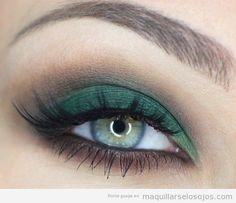 Maquillaje de ojos en verde esmeralda